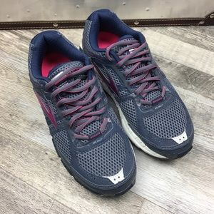 Brooks Addiction A12 Running Shoes Size 7.5